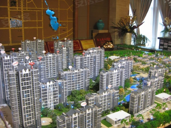 紫薇永和坊项目共有板式高层16栋(毛坯房)、小高层7栋(毛坯房)、别墅145栋