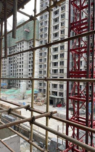 东湖湾二期已经开始内修了,估计明年会提前交房
